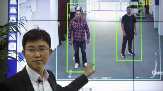 Dimmi come cammini e ti dirò chi sei, la Cina sperimenta un nuovo sistema di videosorveglianza