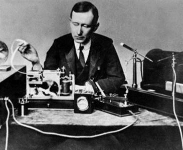 27 marzo 1899, Marconi stabilì la prima comunicazione radiotelegrafica internazionale