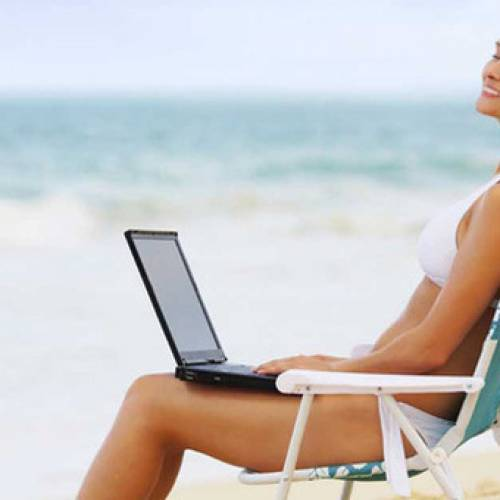 La spiaggia diventa smart: dal beachworking all'app salta code per il bar